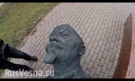 Неблагодарные творенья снесли памятник своему создателю в Бердянске - ВИДЕО