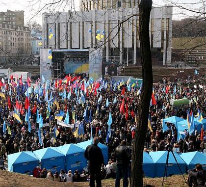 Митинг сторонников Коалиции национального единства собрал около 35 тысяч человек