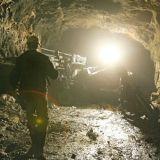 Спасатели достали из-под завалов еще троих горняков