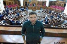 Пауки в банке: депутат Парасюк заехал ногой в затылок СБУшника - ВИДЕО