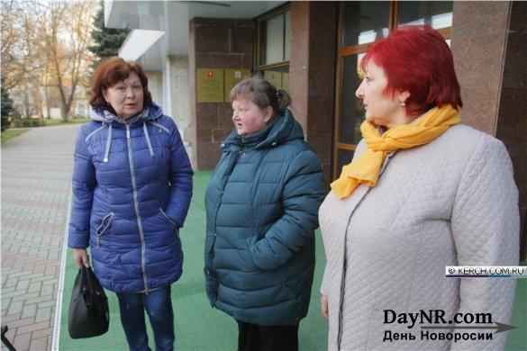 Жены рыбаков с «Норда» встретились с главой администрации Керчи