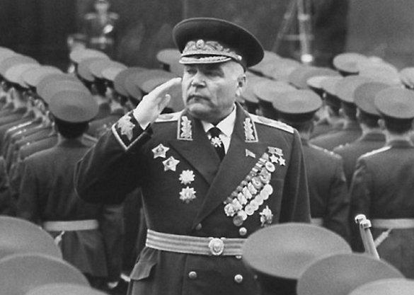 «Подарок к 23 февраля? Еще раз кинуть грязью в Сталина и руководство Красной армии»